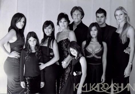 kim-kardashian-jenner-family-christmas-card-12